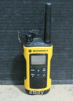 Lot of 6 Motorola Talkabout T402 UHF Rechargeable Walkie Talkie Two Way Radio