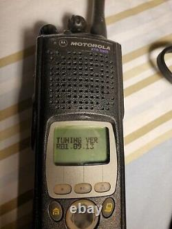 Motorola XTS5000 UHF2 M2 Package includes Radio, Battery, Charger, Ant. & Sp/Mic